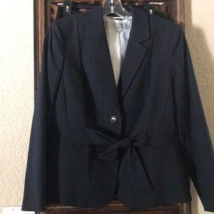 Stunning TAHARI 2 piece suit